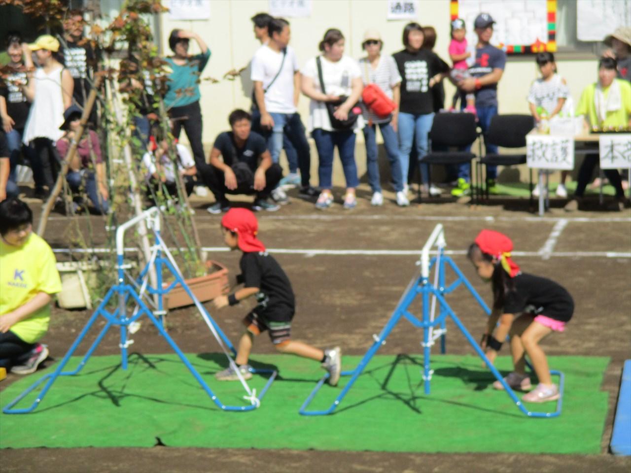 今年の運動会のテーマは『忍者』。競技中にも忍者のポーズをする場面もありました。
