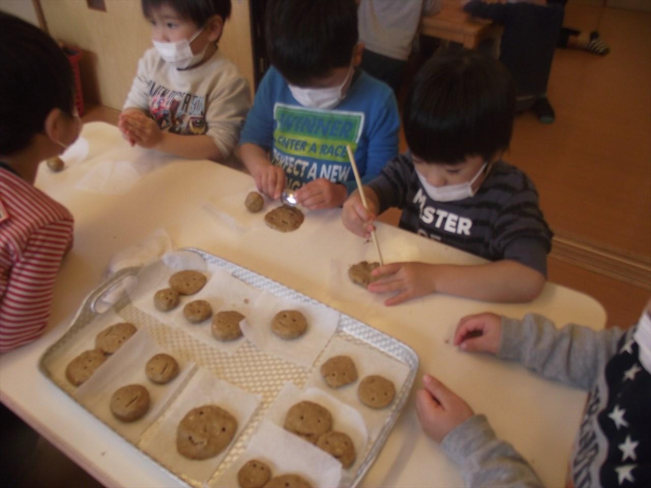 おやつは『スマイルクッキー』いろんな表情のスマイルがいっぱい。